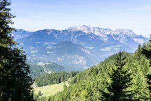 Ein Blick hinüber zum Untersberg. Auch ein Berg, der in zwei Ländern steht