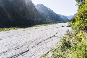 Nur wenige Meter weiter ist der Bach nicht mehr zu sehen, das Wimbachgries ist eine trockene Steinwüste