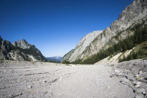 Ein Blick über das Wimbachgries das Tal hinunter