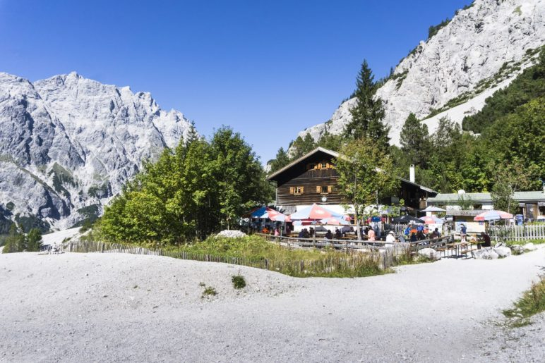 Das Ziel der Wanderung: Die Wimbachgrieshütte im oberen Wimbachgries