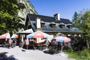 Entspannen im kleinen, feinen Garten des Wimbachschlosses