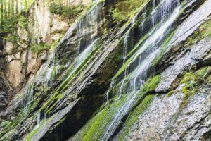 Schrägstehende Felswände in der Wimbachklamm