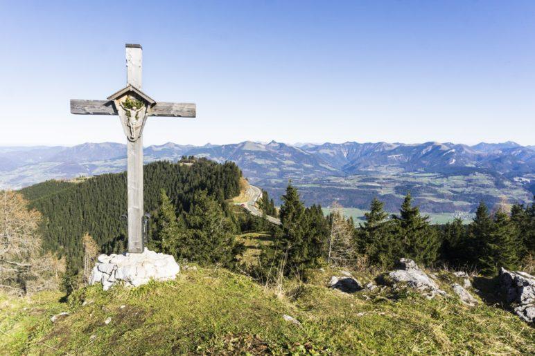 Ein Blick ins Salzburger Land vom Ahornbüchsenkopf-Gipfel