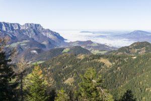 Blick auf den Untersberg vom Ahornbüchsenkopf aus. Salzburg liegt immer noch im Nebel
