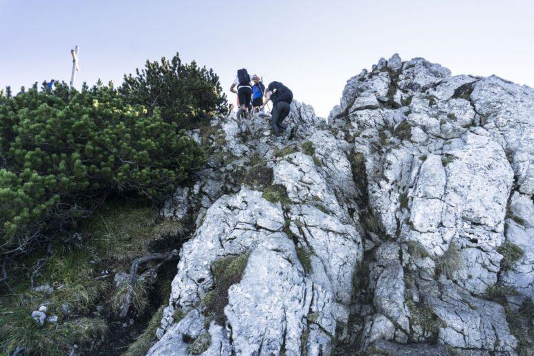 Aufstieg über den Fels zum Gipfel der Käserwand