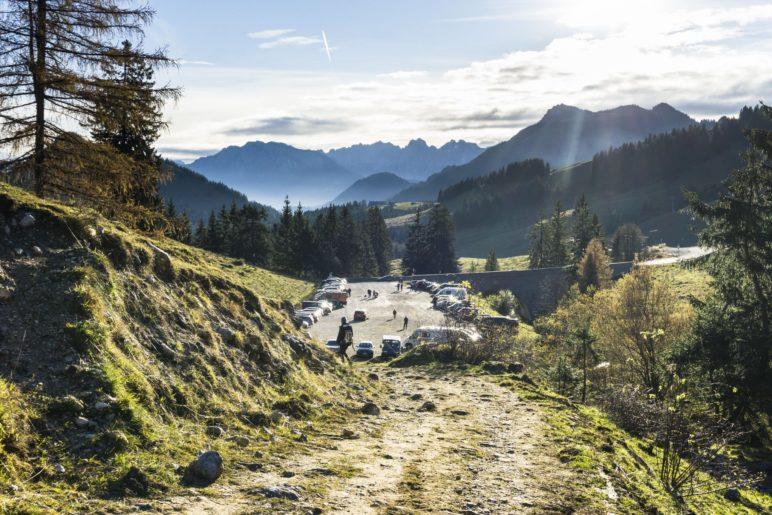 Schon vom Parkplatz am Unteren Sudelfeld ist der Bergblick beeindruckend