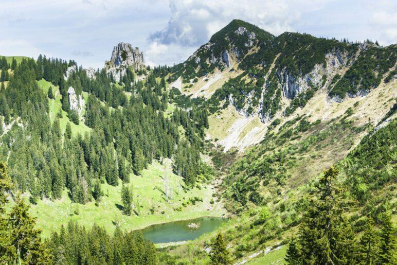 Am Gams-Beobachtungspunkt: Blick auf Blankenstein, Risserkogel und den Röthensteiner See