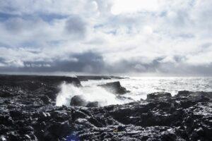Gischt des Nordatlantiks bei Brimketill