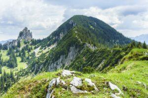 Der Risserkogel, links daneben der Blankenstein. Gut zu erkennen ist der Gratweg zum Risserkogel-Gipfel