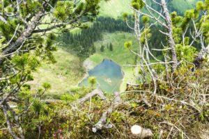Tiefblick vom Gratweg auf den Röthensteiner See