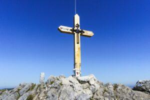 Das Gipfelkreuz auf dem höchsten Punkt der Hörndlwand