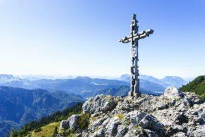 Das erste Gipfelkreuz der Hörndlwand